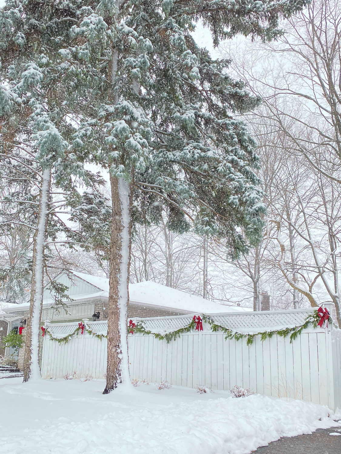 colonial house in winter, colonial house with snow, Christmas house with snow