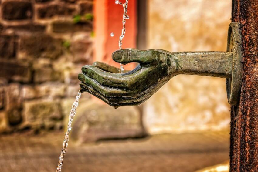 Fonte, mãos pedra, fonte dos desejos