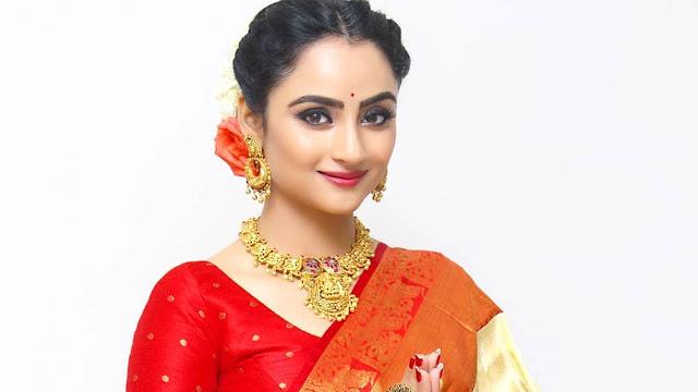 Madirakshi Mundle Images
