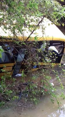 Acidente com ônibus escolar no Quilombo Ivaporunduva em Eldorado-SP