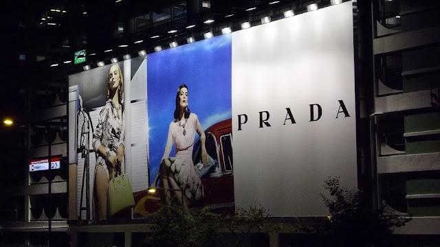 cartellone pubblicitario-pubblicità-Prada