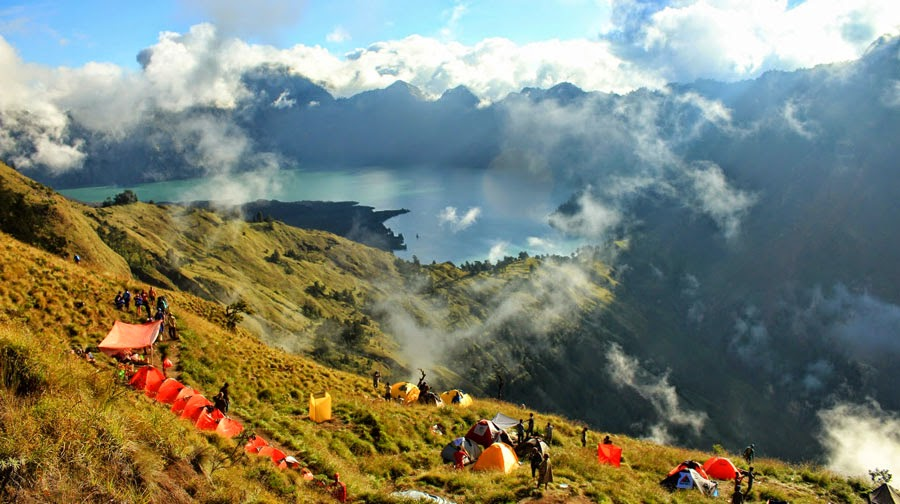 Plawangan Sembalun Crater altitude 2639 m of Mount Rinjani