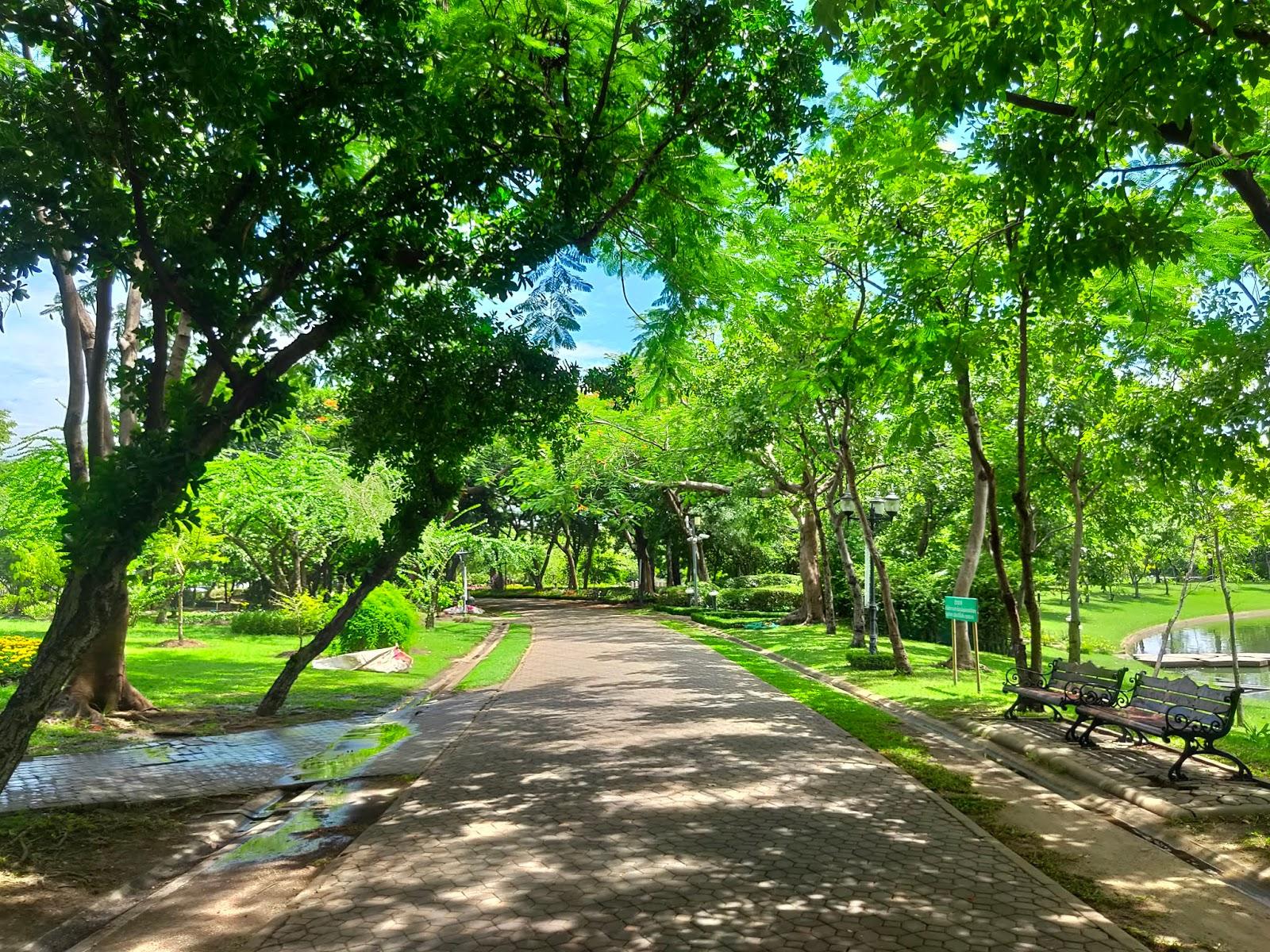 walking path queen sirikit park