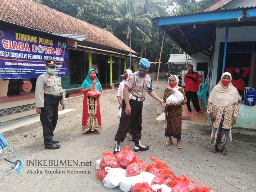 Ratusan Paket Sembako Dibagikan di Petanahan dan Guru Ngaji