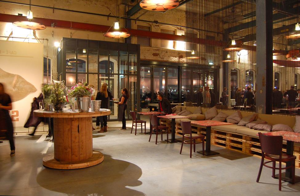 muebles de palets restaurante en amsterdam amueblado con muebles hechos. Black Bedroom Furniture Sets. Home Design Ideas