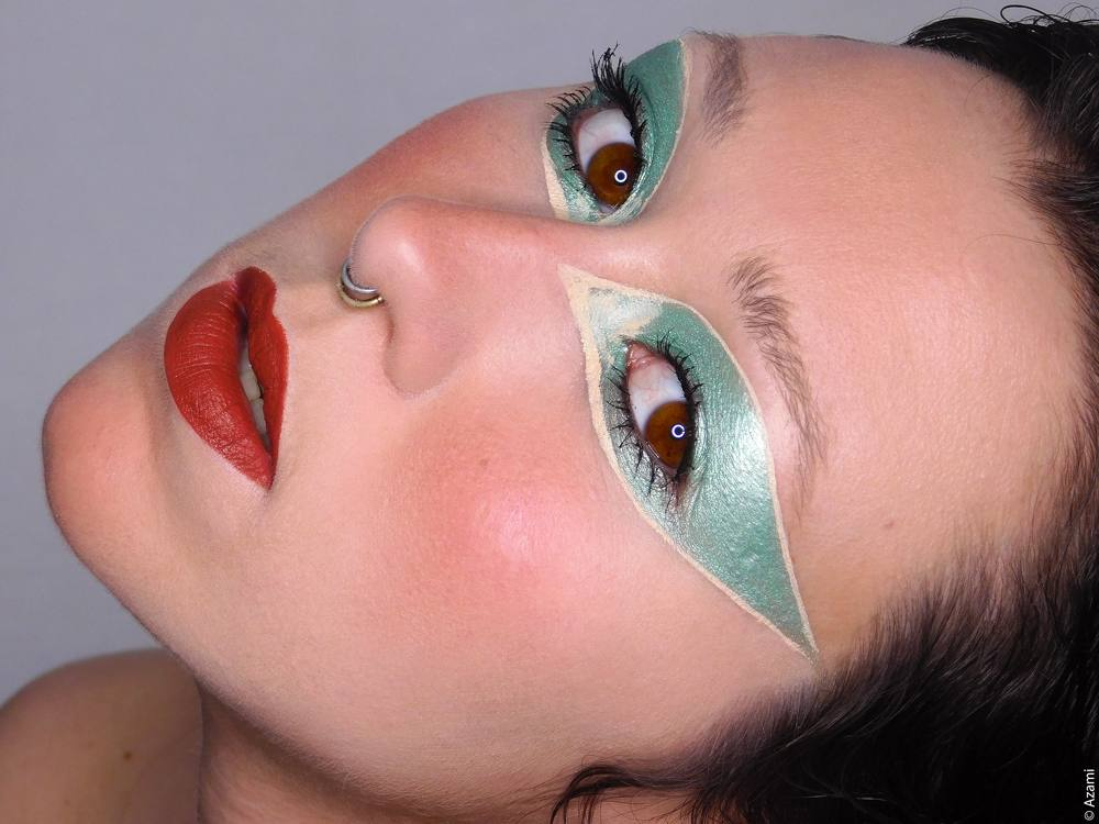 Marrakesh Alien Makeup Look - MAC Cosmetics matte lipstick Marrakesh - Gingerly Blush - Inglot Gel Liner 68 - Neve Cosmetics Rugiada Per Makeup - Juvia's Place Douce Palette - Sephora Outrageous Volume Mascara - London & Paris Makeup Artist & Blogger
