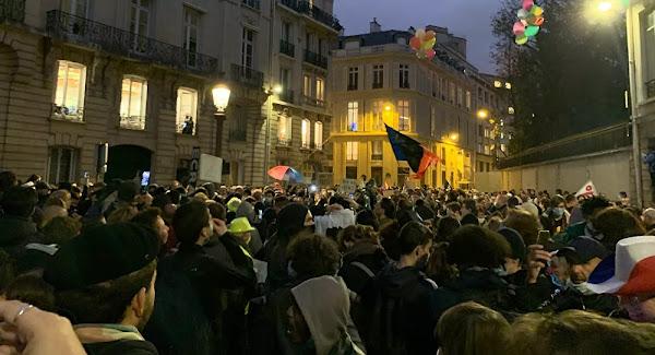 VIDÉO : Des gendarmes retranchés dans un immeuble attaqués lors de la manifestation contre la loi de sécurité