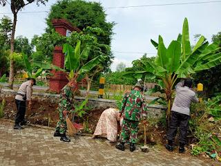 Sertu Rudi Pelopori Pembersihan Balai Desa Malasan Wetan Kecamatan Tegalsiwalan