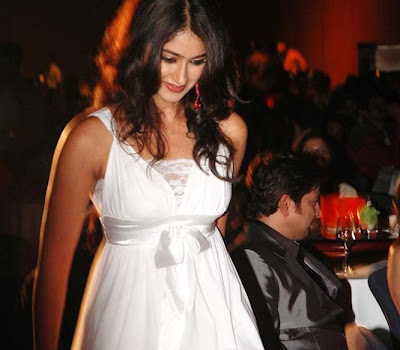 Cute ILEANA in a function