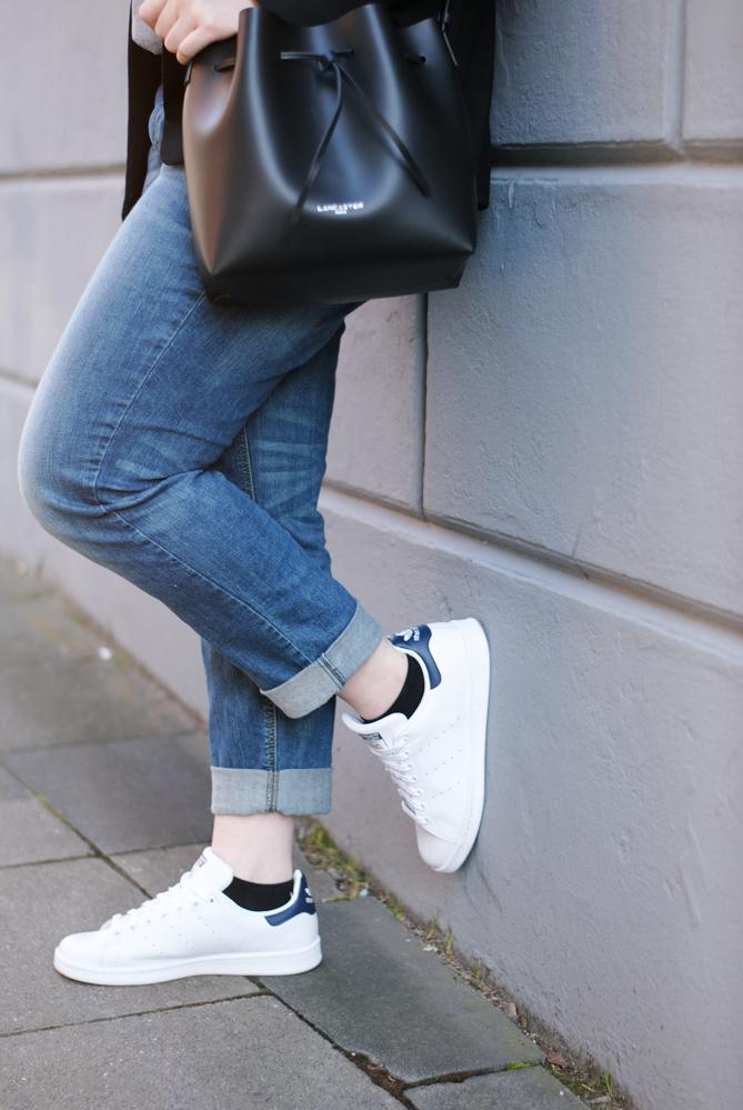 streetstyle boyfriend jeans adidas stan smith sneakers