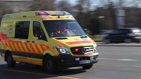Mentősökre támadt egy részeg férfi miközben kórházba szállították