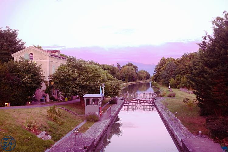 Le Chameau Bleu- blog voyage Canal des deux Mers -la poule à velo Lot et Garonne