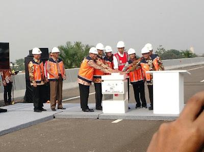 Jokowi: Bismillahhirrahmanirrahim, Saya Resmikan Jalan Tol Becakayu