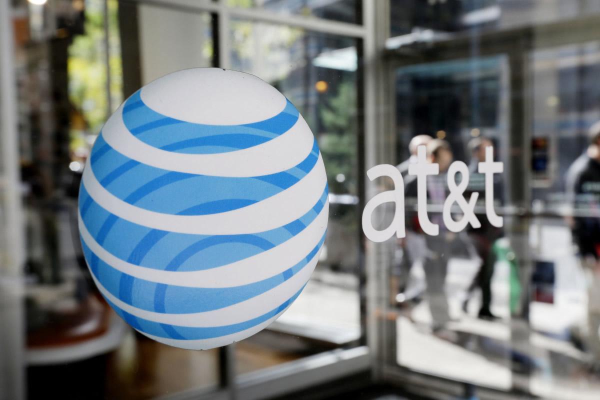 AT&T sostuvo pláticas con los altos mandos de Chivas.