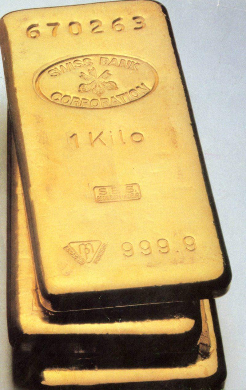 Niños descubren dos lingotes de oro escondidos hace 53 años por su abuela