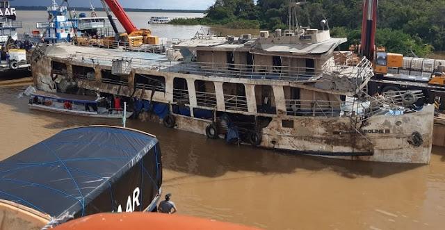 Navio Anna Karoline 3 é retirado do Rio Amazonas após um mês do ...