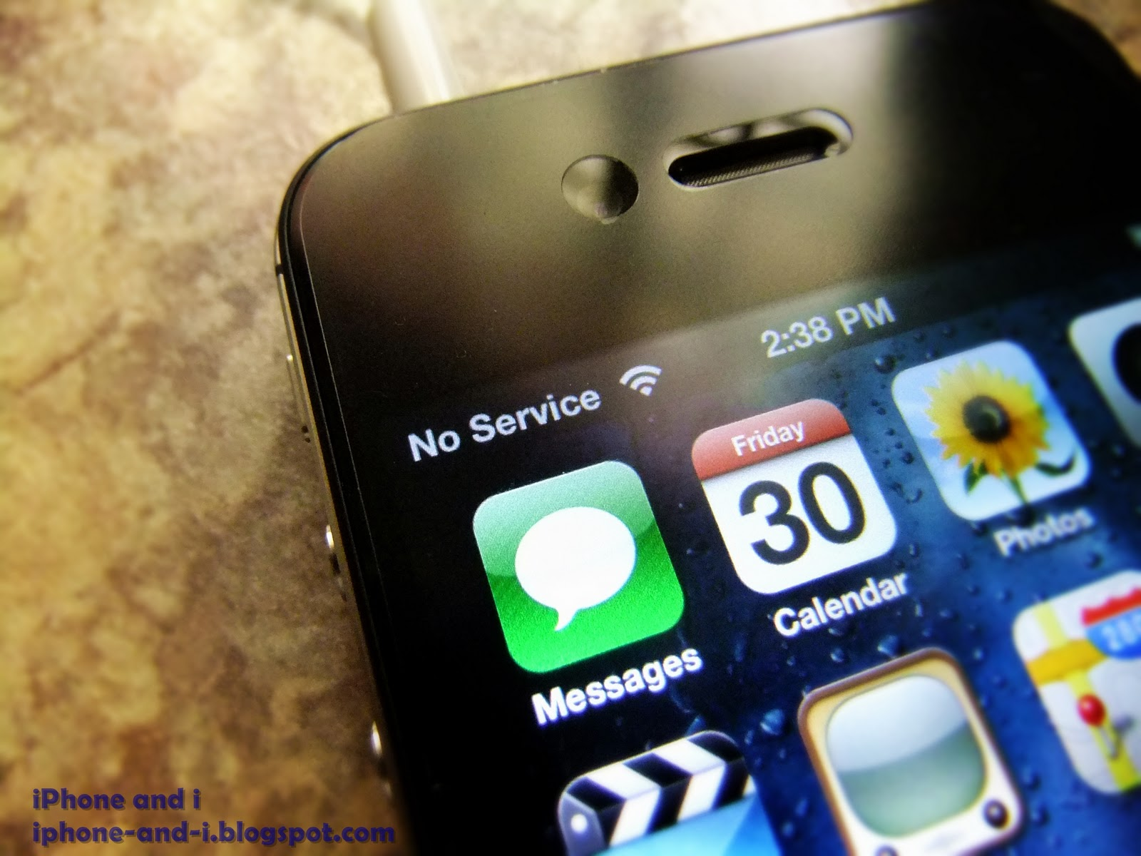 The iPhone 4S No Service problem where the cellular signal goes zero.