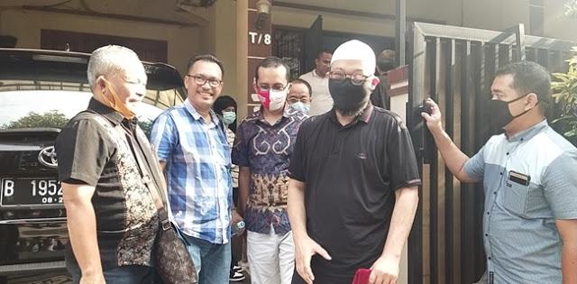 Aktivis Sambangi Rumah Novel Baswedan, Iwan Sumule: Kami akan Perjuangkan Keadilan yang Sudah Hilang!