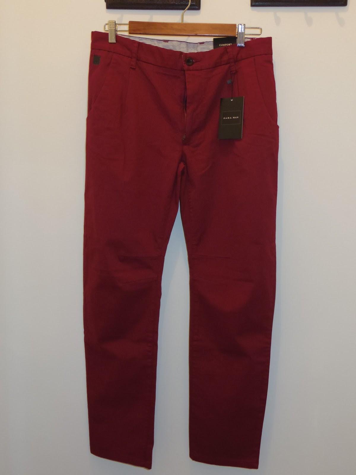 529feab7c Los pantalones de colores son un básico en el armario de cualquier hombre  una vez que llega la primavera hasta el final del verano, y en las ciudades  donde ...