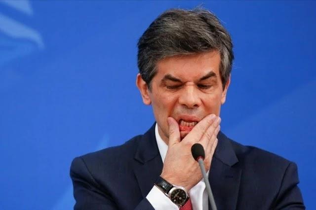 Pressionado por Bolsonaro, Teich pede demissão do Ministério da Saúde