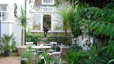 Los jardines traseros de Ambrose Place en Worthing