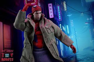MAFEX Spider-Man (Peter B Parker) 11