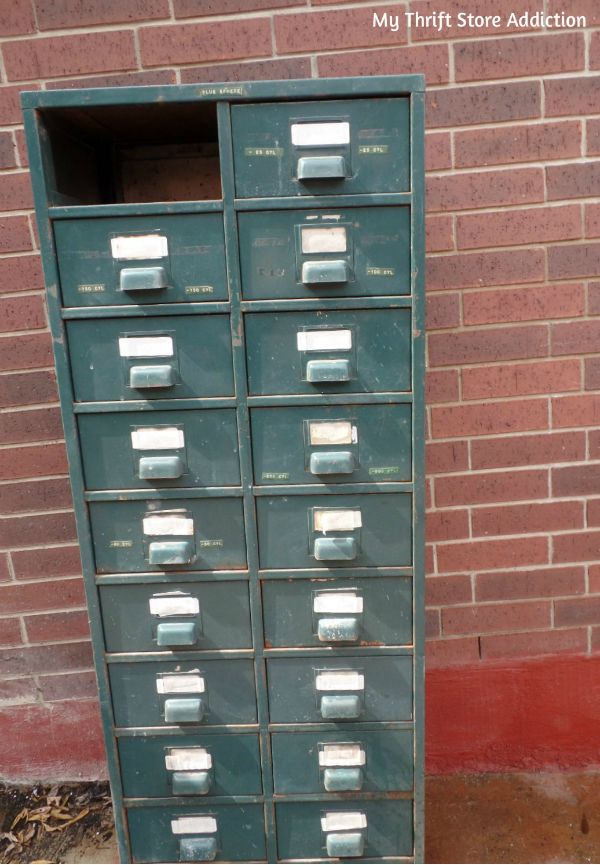 Friday's Find #137 mythriftstoreaddiction.blogspot.com Repurpose vintage file drawers as garden storage! BEFORE