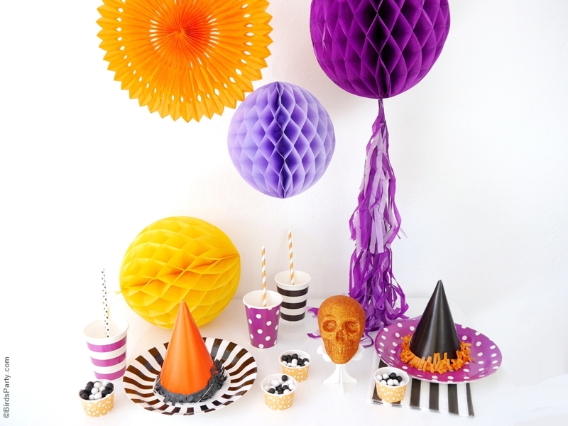 Quick & easy Halloween party decor ideas & table styling anyone can pull off | BirdsParty.com