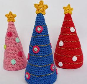 http://translate.google.es/translate?hl=es&sl=nl&tl=es&u=http%3A%2F%2Fby-ilona.blogspot.nl%2F2012%2F11%2Fkerstboom-haken-crochet-christmas-tree.html