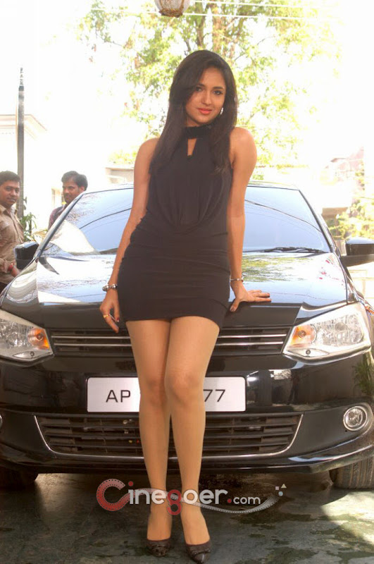 Fappening Legs Sarayu (actress)  naked (89 foto), Twitter, braless
