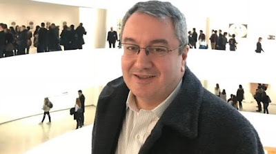 Επιστρέφει στην Ελλάδα ο Ηλίας Μόσιαλος – Τι απαντά στα περί πολιτικών βλέψεων