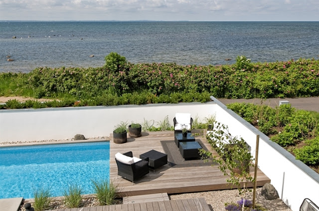 Kolam Renang Rumah di Tepi Pantai