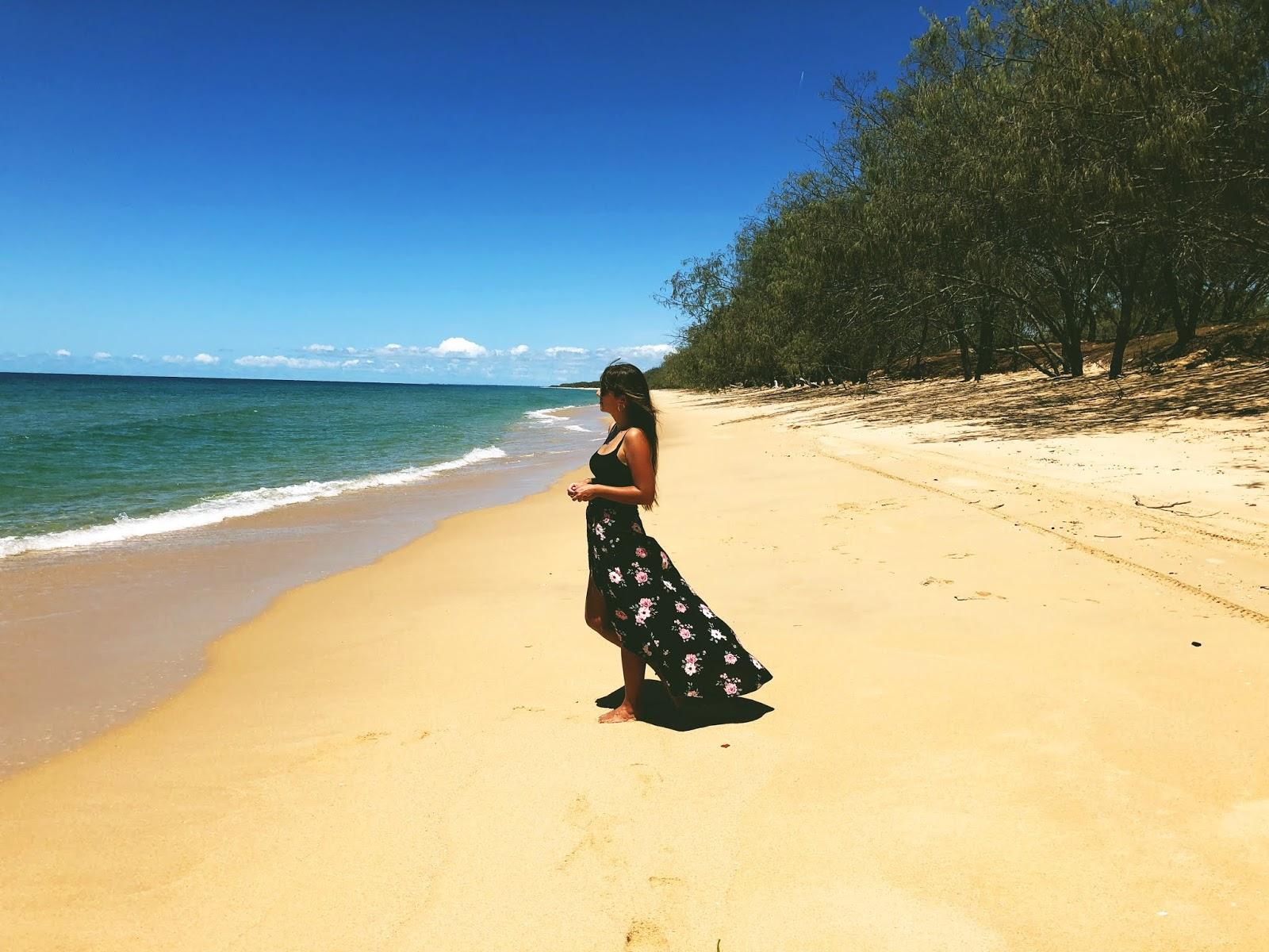Dziewczyna na plaży w Kinkuna National Park