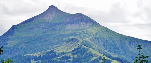 mont-joly surplombant Saint-Gervais les Bains