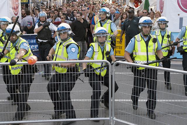 """Manifestation """"Perturbons le cocktail d'ouverture du Grand Prix!"""", 7 juin 2012, Montréal [photos David Champagne]"""