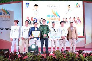 "Malam Anugerah NTB Gemilang PR Ambassador, Pencipta Lagu ""NTB Gemilang"" Dapat Penghargaan"