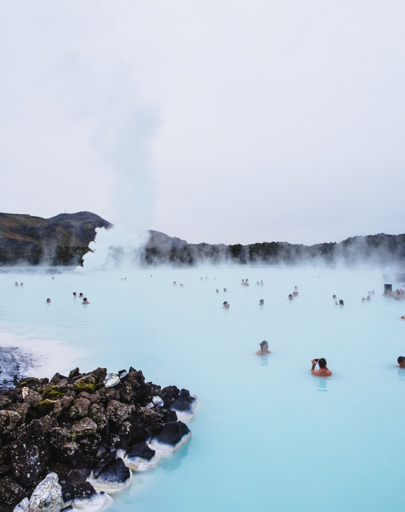 Ravacholle Lifestyle Blog | 10 things to do when stressed Blue Lagoon Iceland snow pampering taking care relax gifs The big bang theory Mr Bean have a bath Winnie the Pooh Friends Chandler in the bath Breakfast at Tiffany's Have a cuppa