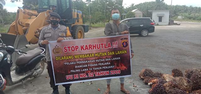 Cegah bencana kebakaran Personil Polsek Sematu Jaya Sosialisasi Karhutla