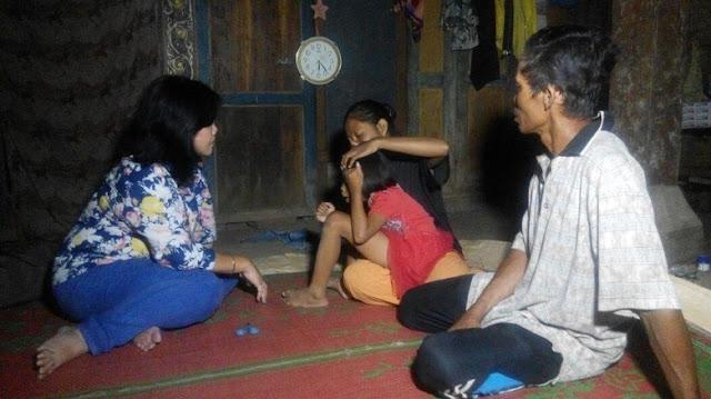 Anggota Komnas HAM Bebaskan Bocah Perempuan di Desa Tatung Balong yang Dipasung