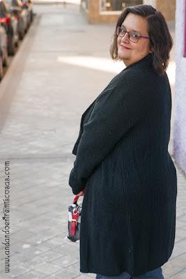 Look con chaqueta negra