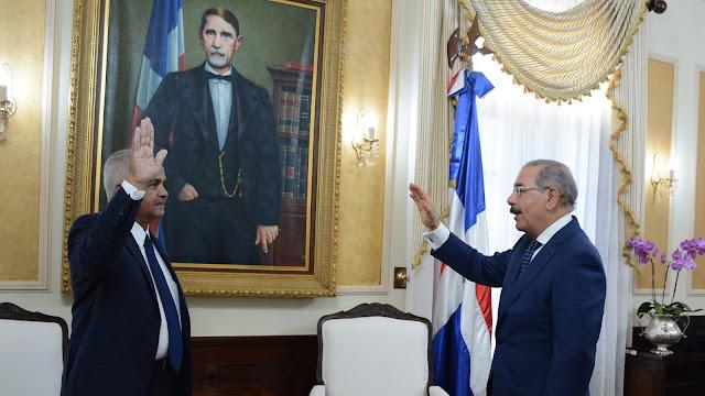 Danilo Medina juramenta nuevo ministro de Agricultura. Osmar Benítez trabajará en consolidar expandir exportaciones agropecuarias