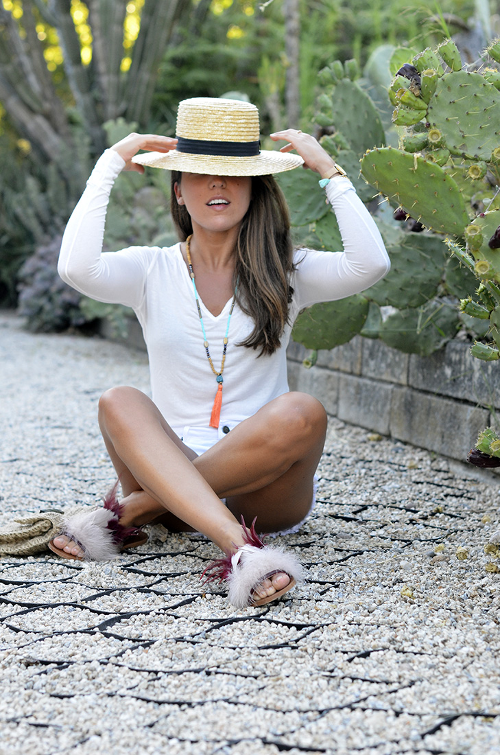 Blogger, summer style, casual boho look wearing white shorts and tee and zara feathers sandals