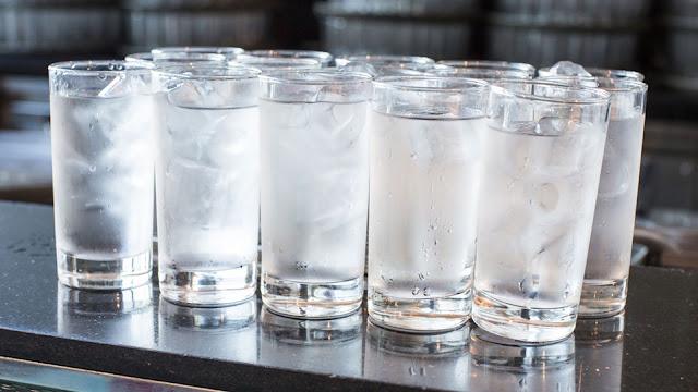 Tips Ampuh Menurunkan Berat Badan dengan Air Putih