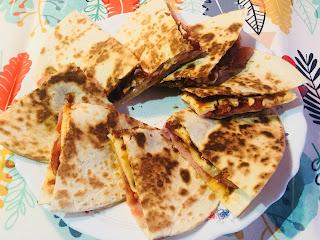 Quesadillas De Chili Con Carne Y Chorizo