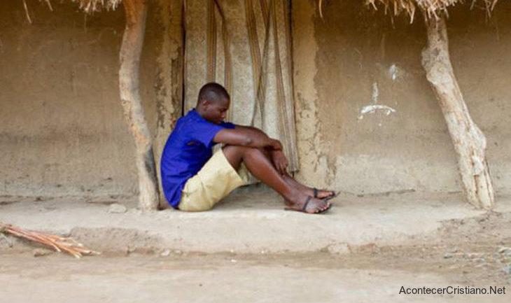Joven echado de su casa por convertirse al cristianismo en Uganda