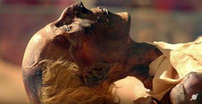 Mummia della XIX dinastia Re Ramses II con i capelli biondo-rossastro.
