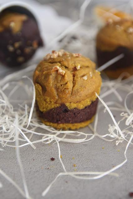 Cuillère et saladier : Muffins marbrés curcuma chocolat (vegan)
