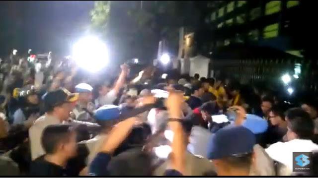 Video Detik-detik Aksi Mahasiswa BEM SI Dibubarkan Paksa Polisi