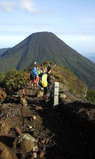 Puncak Gunung Gede Pangrango