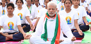 Modi, in front of Ramdev, to motivate for fitness